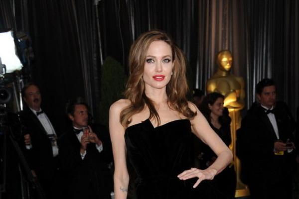 Анджелина Джоли тронута поддержкой людей